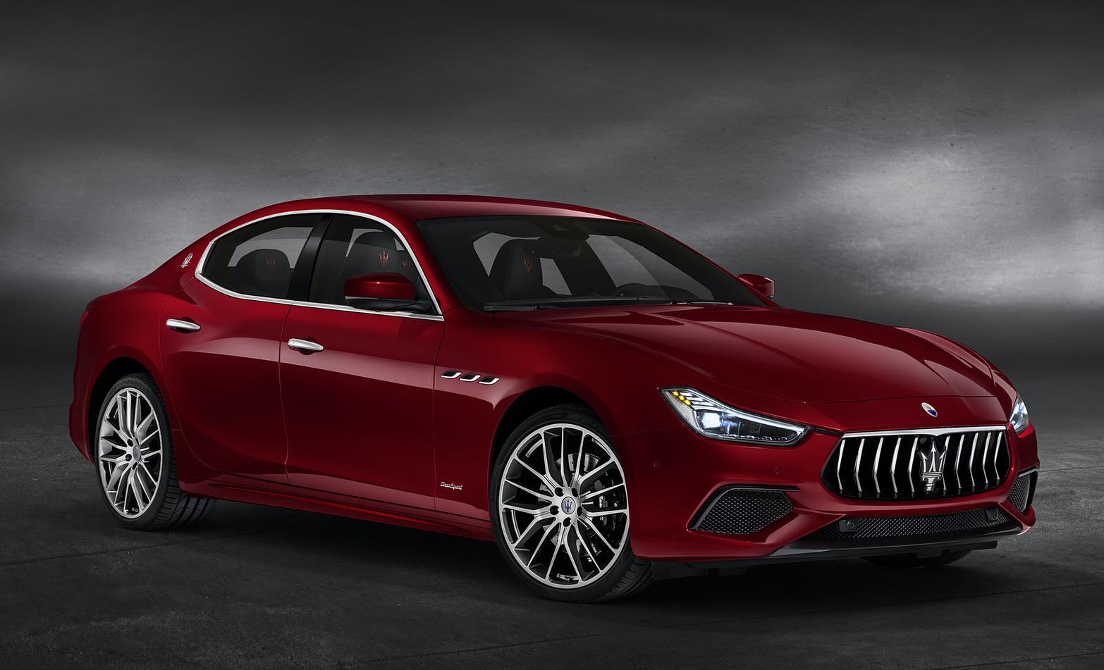 2019 maserati ghibli 10 1600x1200 - Maserati Ghibli 3.0 DIESEL 250cv AUTO