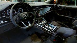 1920x1080 MTC XL framed Audi Odessa Armaturen Spiegelung CC v05 300x169 - AUDI Q8 50 TDI Quattro Tiptronic